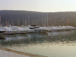 Marina Cres Hafen