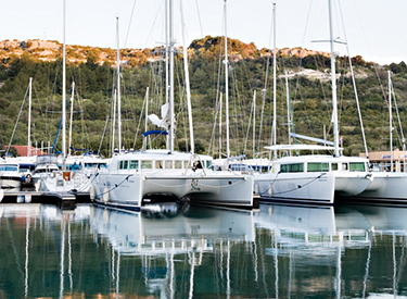 Katamarane im Hafen von Primosten