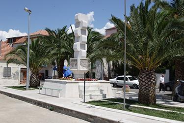 Rogoznica Statue