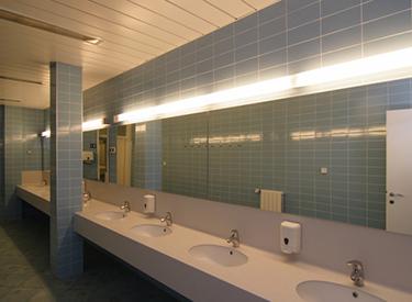 Saubere Toiletten am Hafen
